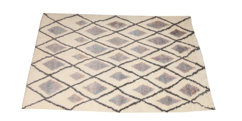 6.11 X 11.2  Ft..  210x340 cm  Morrocan style carpet